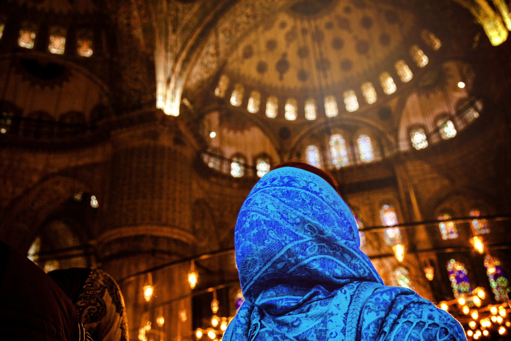 Woman_in_Mosque_blue.jpg